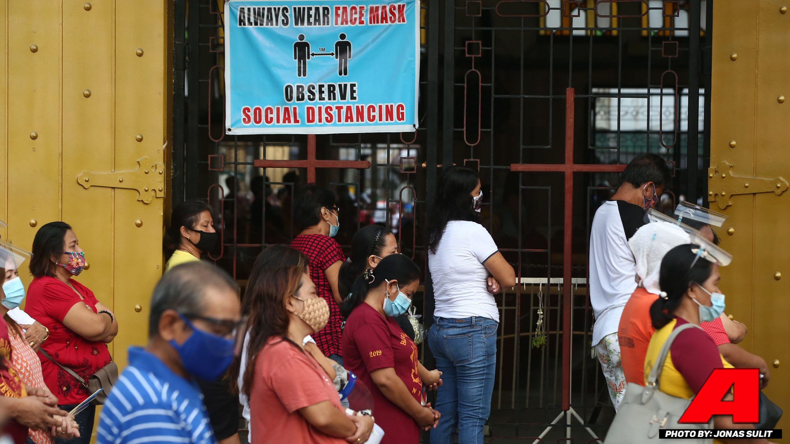 Mga deboto dumalo sa huling August Friday mass sa Quiapo Church