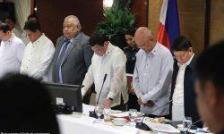 May isang bansa interesadong patayin ako - Duterte